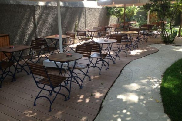 5509 with round tables in shade